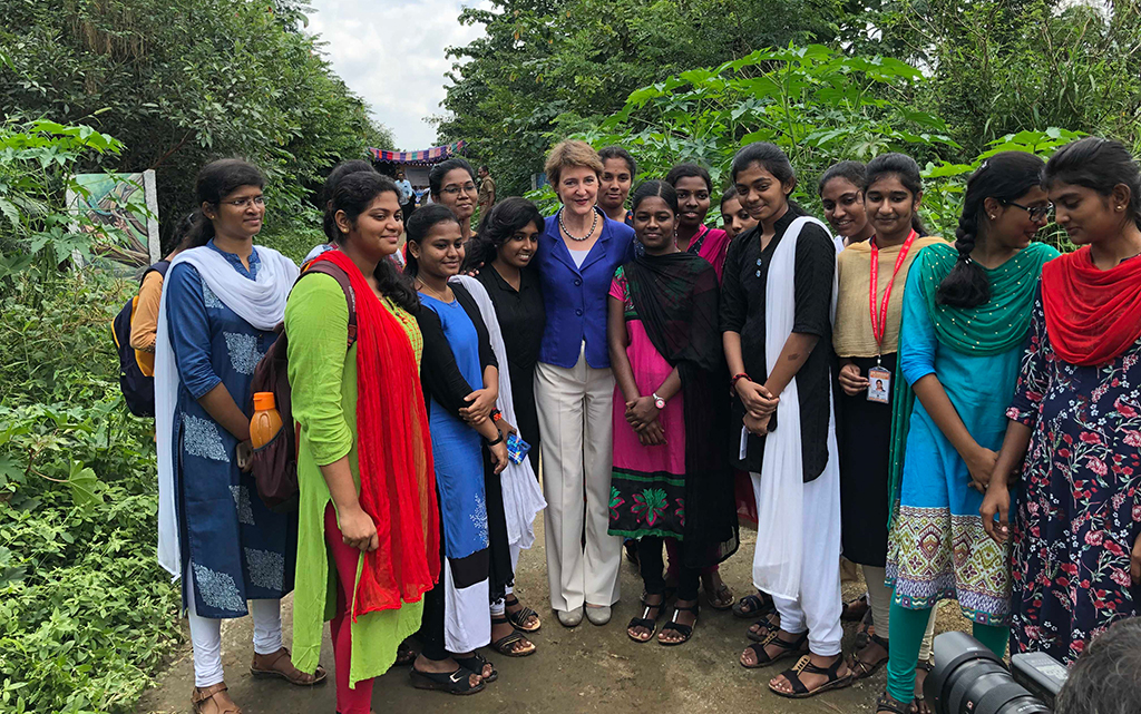 Federal Councillor Sommaruga with female students (Engineering and Technology) at Singanallur Lake