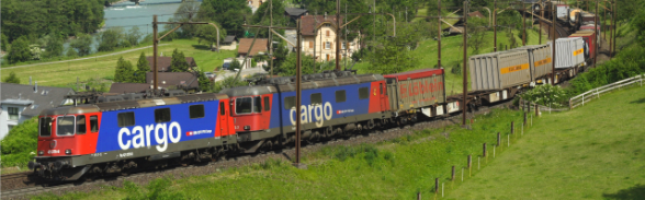 Treno merci FFS Cargo in movimento